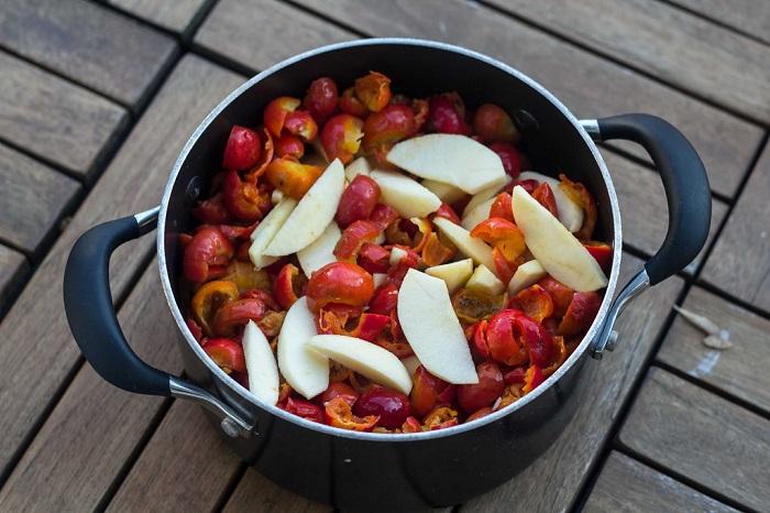 Как приготовить компот из шиповника в домашних условиях