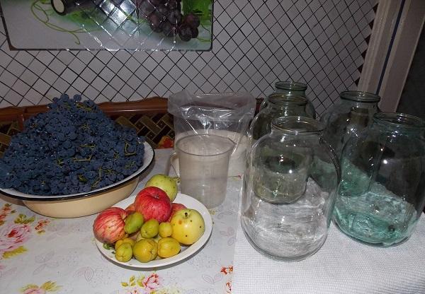 Компот с добавлением винограда