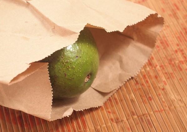 Как дозреть авокадо в бумажном пакете