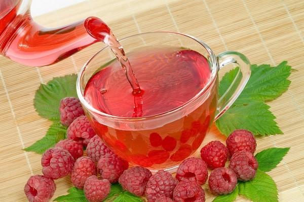 Чай с малиной width=