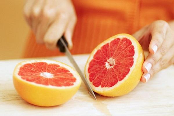 Чистим и режем фрукт