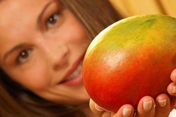 правильно есть экзотический фрукт