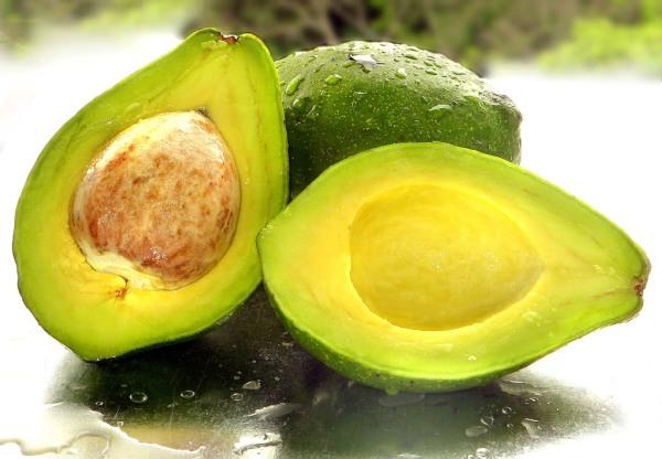 почему авокадо горчит