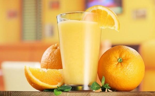 Сок из апельсина и лимонной кислоты