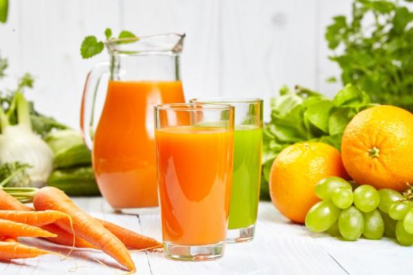 Сок из апельсина и моркови