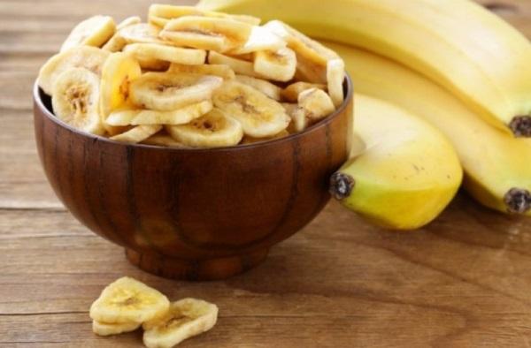 Бананы режут на кружочки