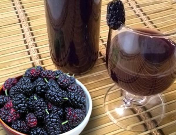 Из ягод шелковицы