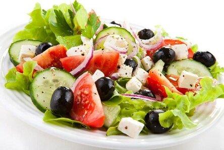 Салат греческий: рецепт классический, с брынзой, фетаксой, моцареллой, курицей