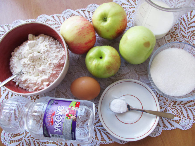 Шарлотка на молоке с яблоками - рецепт в духовке, в мультиварке, на сковороде