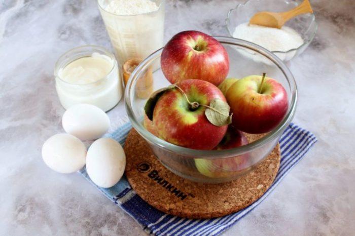 Пышная шарлотка с яблоками на сметане - рецепты в духовке, в мультиварке, с кефиром, со сливочным маслом