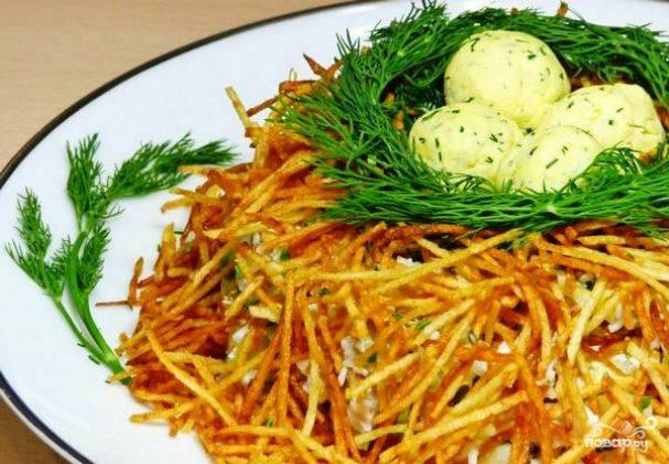 """Салат """"гнездо глухаря"""": рецепт классический, с курицей, с грибами, с ветчиной, с перепелиными яйцами"""