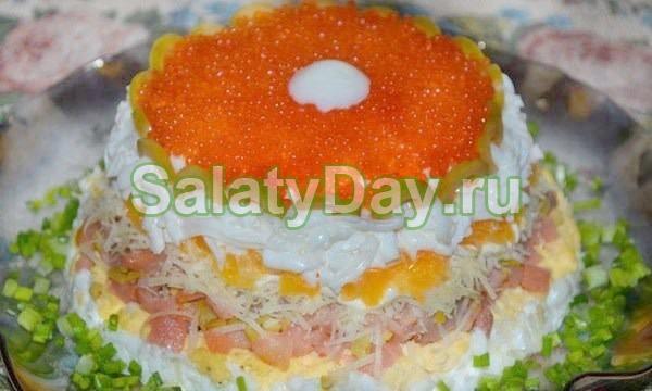 Царский салат с кальмарами и красной икрой: рецепт с крабовым мясом, креветками, семгой