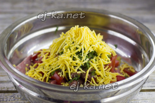 """Салат """"Обжорка"""" - классический рецепт, с корейской морковью, грибами, курицей, печенью, сердцем, говядиной"""