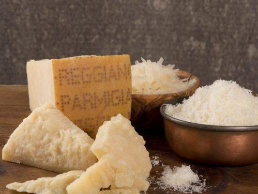 """Сыр для салата """"Цезарь"""" - какой лучше, чем можно заменить Пармезан"""